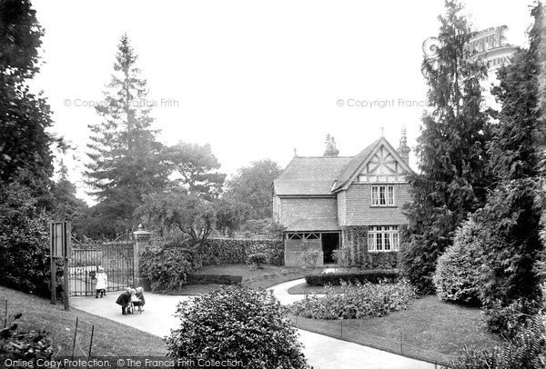 Photo of Tiverton, the Park Entrance 1920