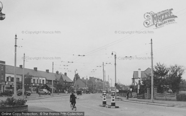 Photo of Tolworth, The Broadway c.1950