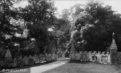 Castle Entrance 1898, Tong