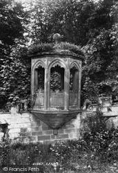 Castle Pulpit 1898, Tong
