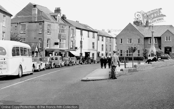 Photo of Torpoint, Fore Street and Ferry Queue c1950, ref. t63015