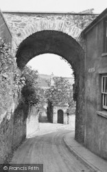 Totnes, North Gate 1928