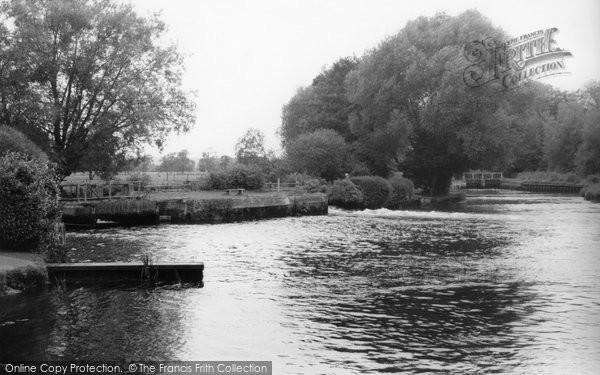 Totton, Testwood Salmon Pool c1965