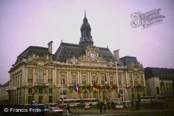 Town Hall 1984, Tours