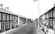 Trealaw, Brithweunydd Road c1965