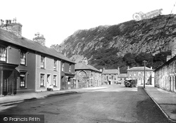 Tremadoc, The Village 1931