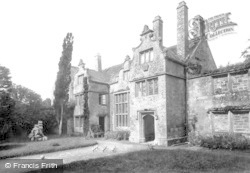 1912, Trerice Manor
