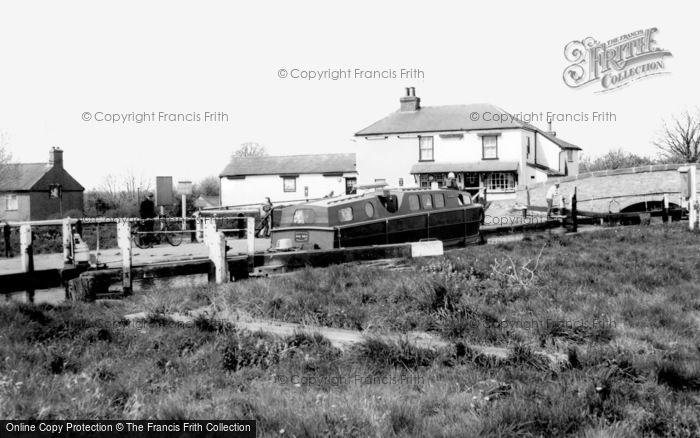 Tring, Marsworth Locks c1960