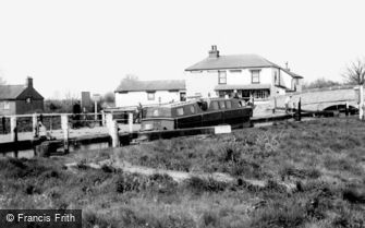 Tring, Marsworth Locks c1965