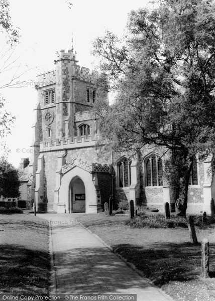 Photo of Tring, St Peter and St Paul's Church c1960
