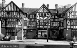 Tring, The Rose And Crown Hotel c.1955