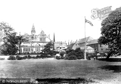Trowbridge, People's Park And Town Hall 1900