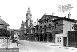 Trowbridge, Town Hall And Market Hall 1923