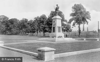 Trowbridge, War Memorial 1923