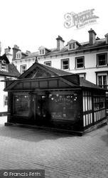 Tunbridge Wells, A Quaint Corner By The Pantiles c.1960
