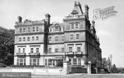 Tunbridge Wells, Earls Court Hotel c.1955