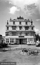 Tunbridge Wells, Mount Ephraim Hotel c.1965