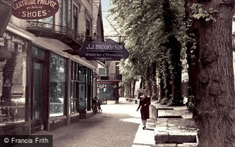 Tunbridge Wells, the Pantiles c1955