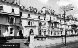 Tunbridge Wells, Wellington Hotel c.1965