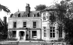Tunbridge Wells, White Ladies Guest House c.1965
