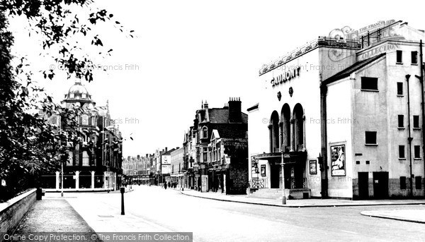 Twickenham, Richmond Road c1955