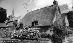 Uppingham, South View, Queen's Cottage c.1965