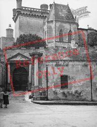 Duke's Castle 1939, Uzes