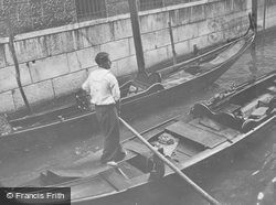 A Gondolier 1938, Venice