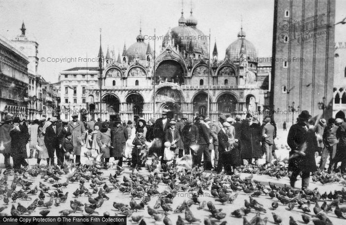 Photo of Venice, St Mark's Square c.1935