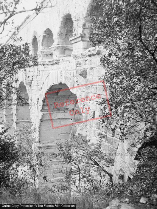 Photo of Vers Pont Du Gard, Pont Du Gard c.1939