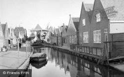 Canal c.1938, Volendam