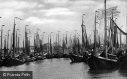 Harbour c.1935, Volendam