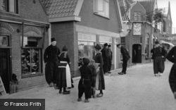 People In Traditional Dutch Clothes 1938, Volendam