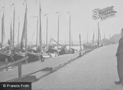 The Harbour c.1938, Volendam