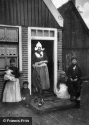 Volendemers c.1935, Volendam