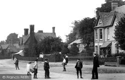 Waddesdon, Children In The High Street 1901