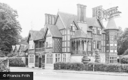 Waddesdon, Five Arrows Hotel c.1955