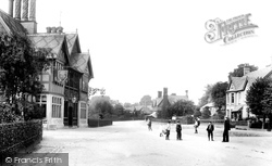 Waddesdon, The Five Arrows Hotel 1901