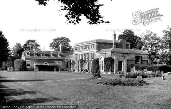 Wallingford, the Lawns, Castle Priory c1960