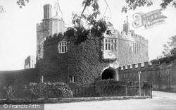 Castle Entrance 1906, Walmer
