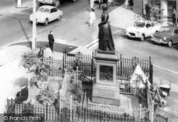 Walsall, The Statue c.1965
