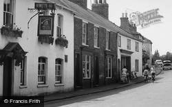 Waltham, The Old Kings Head, High Street c.1960