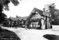 Ye Olde Whyte Lion 1904, Warlingham