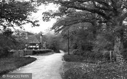 Malt Mayes 1935, Warnham