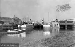 Warrington, Latchford Locks c.1955