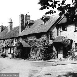 Warwick, Bridge End c.1955