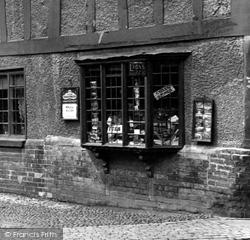 Warwick, Shop Window 1922