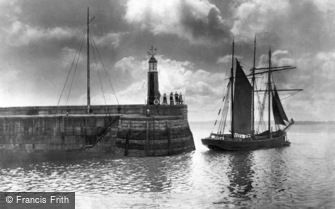 Watchet, Harbour Lighthouse 1923