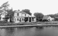 Waterbeach, The Bridge Hotel, Clayhithe c.1960