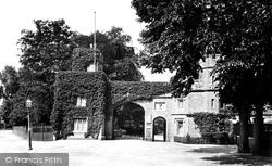 Watford, Cassiobury Park Gates 1921
